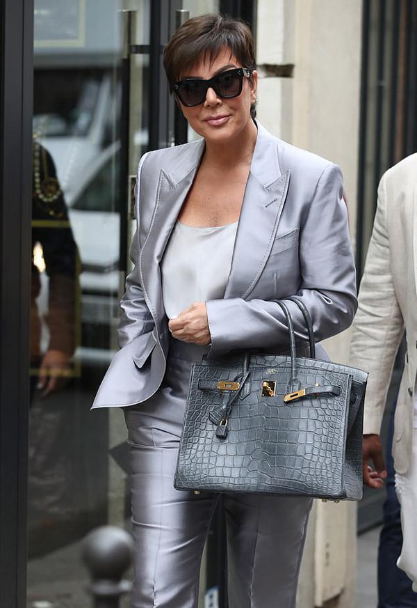 Là một người đam mê thời trang, bà Kris thường xuyên góp mặt tại các show thời trang quốc tế.