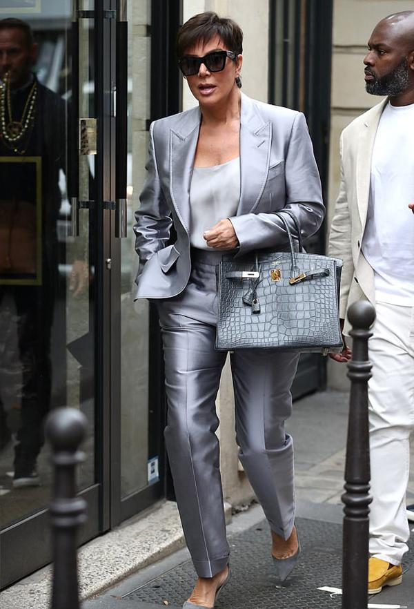 Kris Jenner từng trải qua hai đời chồng nên không có ý định kết hôn lần nữa. Bà mẹ của 5 cô con gái nổi tiếng hài lòng với cuộc sống độc lập hiện tại.