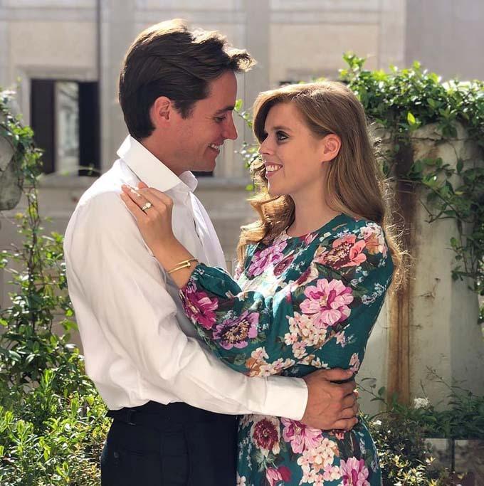 Công chúa Beatrice hạnh phúc bên hôn phuEdoardo Mapelli Mozzi. Ảnh: PA.