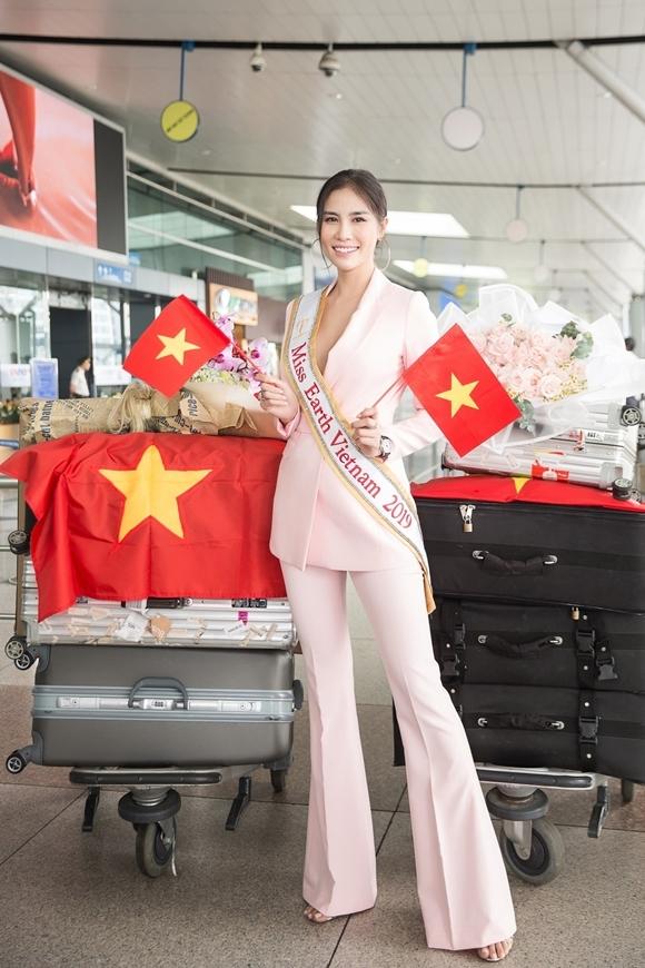 Đại diện Việt Nam mang theo 8 vali với khối lượng ước chừng 150kg gồm trang phục và dụng cụ phục vụ cô sử dụng, tham gia thi tài trong 1 tháng lưu lại tại Philippines.