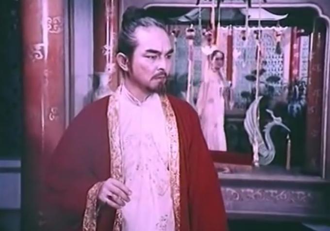 NSND Thế Anh đảm nhận vai Chúa Trịnh Sâm.