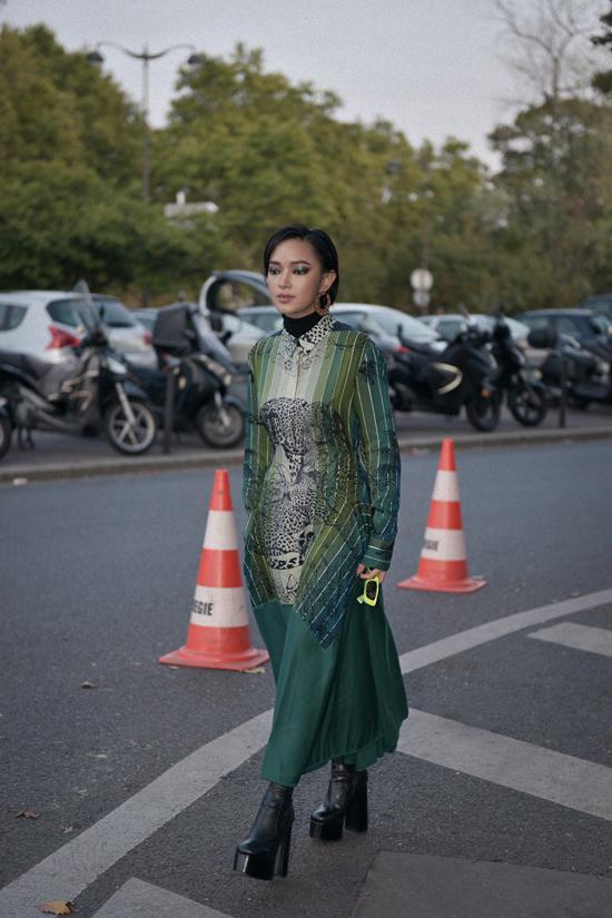 Vừa kết thúc show ở Milan, Châu Bùi nhanh chóng có mặt tại Pháp để tiếp tục tham gia Paris Fashion Week.