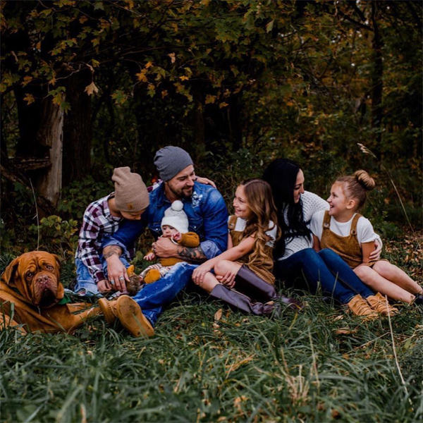 Cả bốn nhóc tỳ sống cùng bố Justin ở Canada.