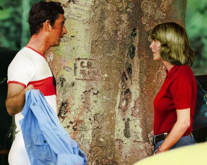 Thái tử Charles gặp gỡ bà Camilla trong những năm đầu 1970. Ảnh: UK Press.