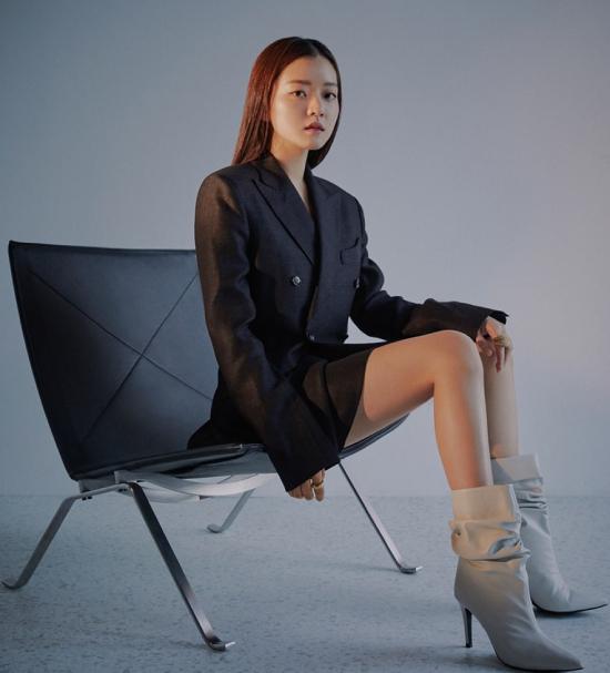 Go Sung Ah trên tạp chí số mới.