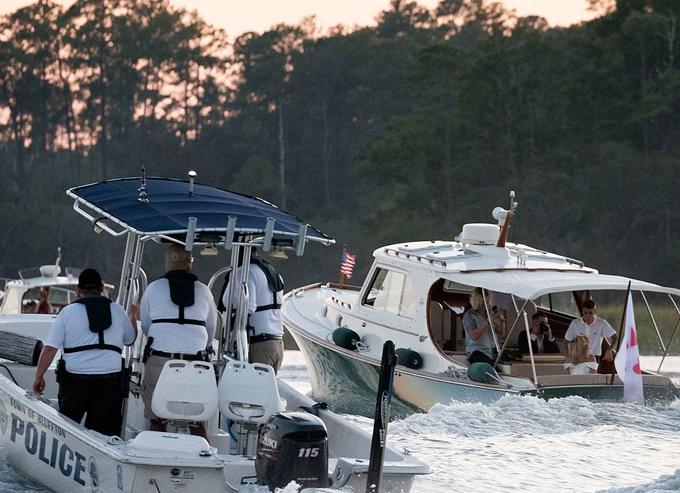 Để đảm bảo an ninh và sự riêng tư cho vợ chồng Justin, những vị khách tới nghỉ ở resort này bị hạn chế tham quan, tới hồ bơi, spa và nhà hàng chính trong 2 ngày từ 29/9 đến 1/10.