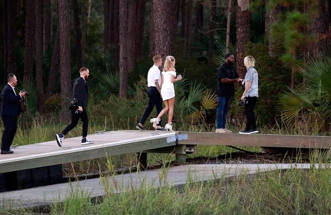 Cặp sao đã thuê nhiều nhiếp ảnh gia chụp hình trong suốt 3 ngày cưới.