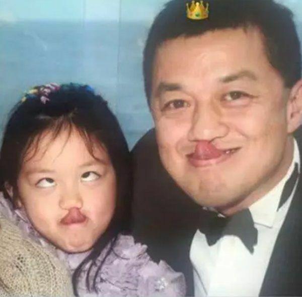 Lý Yên đăng ảnh bên bố khi còn nhỏ.