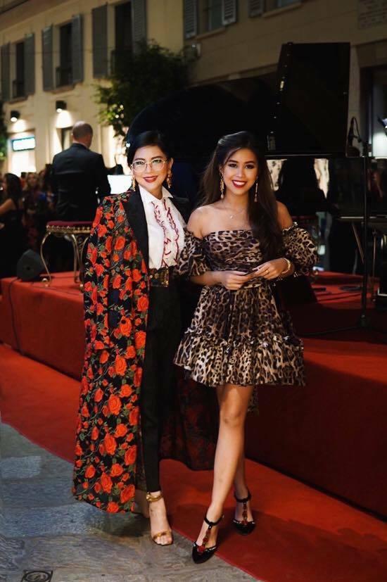 Đầu tư cả cây hàng hiệu đắt tiền là phong cách quen thuộc của Thủy Tiên và con gái mỗi lần xuất hiện tại các tuần lễ thời trang thế giới.
