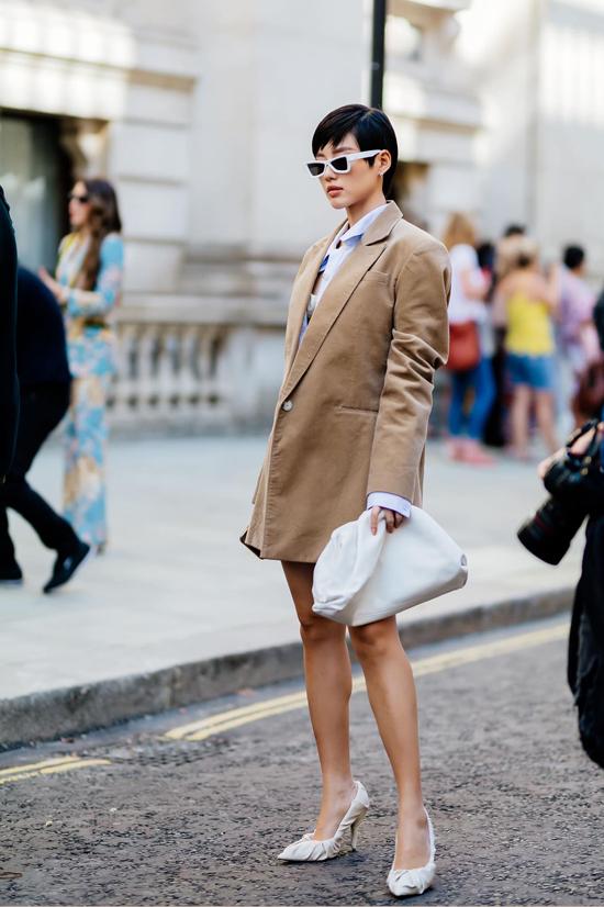 Trong dàn sao Việt tham dự các fashion show nổi tiếng tại London, Milan và Paris không thể thiếu vắng Khánh Linh.