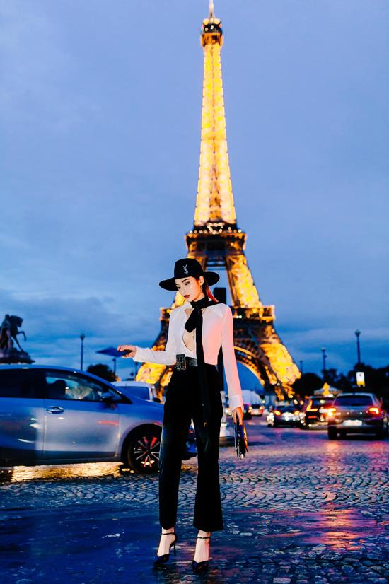 Ngoài Hương Giang, Châu Bùi, Khánh Linh, Kỳ Duyên cũng đến Paris để tham gia show diễn của thương hiệu nổi tiếng. Hoa hậu chọn áo sơ mi hở ngực để khoe vẻ sexy khi đi fashion show.