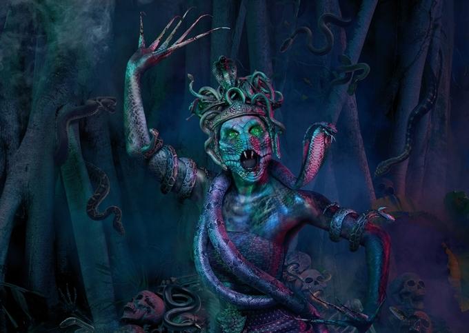 Tạo hình Nữ thần Mãng Xà trong nhà ma Lời nguyền của Naga do hai đạo diễn phim kinh dị nổi tiếng của Thái Lan là Parkpoom Wongpoom và Gunn Purijitpanya thực hiện