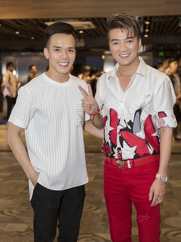 Ca sĩ Đàm Vĩnh Hưng và NTK Tuấn Trần đã gắn bó hơn 10 năm.