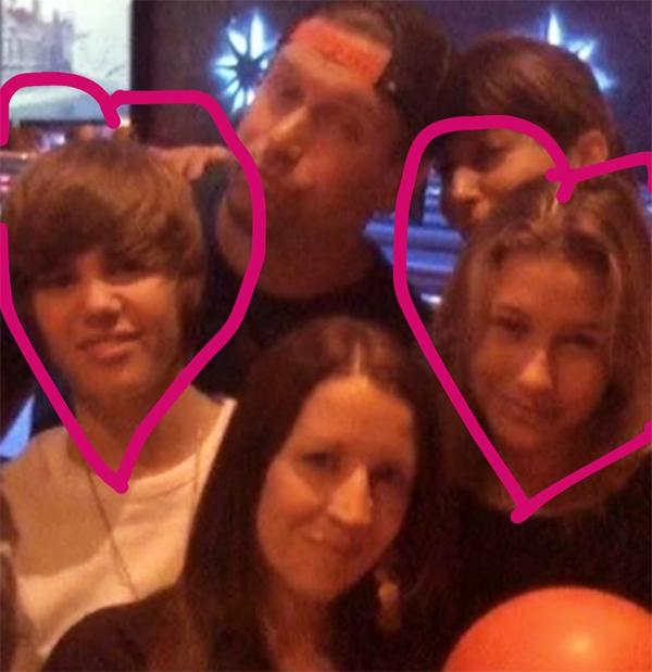 Justin chia sẻ ảnh cũ bên Hailey (bên phải) và bố mẹ cô (bên trên).