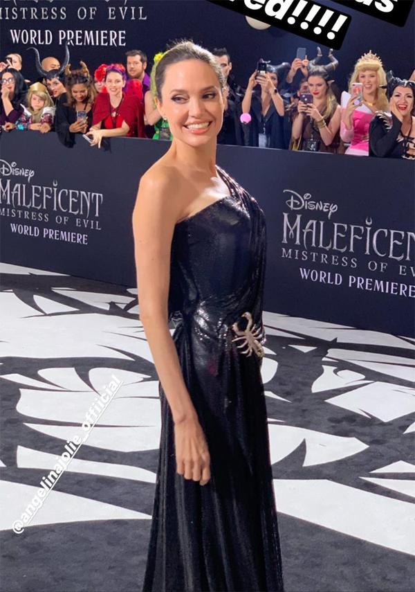 Đây là buổi lễ ra mắt phim Maleficent: Mistress Of Evil đầu tiên của Angelina Jolie. Sắp tới, bà Smith sẽ bận rộn đi quảng bá phim khắp thế giới và tham dự các buổi phỏng vấn. Maleficent 2 được công chiếu từ ngày 18/10.