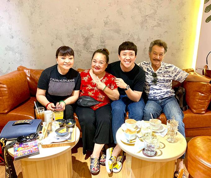 Trấn Thành hội ngộ NSND Ngọc Giàu và vợ chồng danh ca Hương Lan tại quán cà phê của Ngô Kiến Huy.