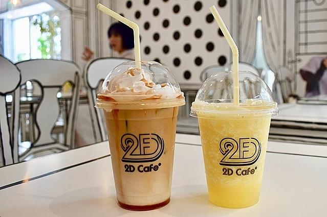 Ngoài ra cafe 2D còn có đầy đủ các loại trà, cà phê, nước trái cây hay trà sữa trân châu. Bạn nên thử trà đen đường assam với trân châu với giá 650 yen.