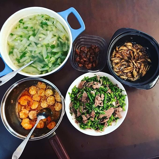 Khéo léo tính toán nên dù là bữa ăn một mình hay có cả nhóm bạn, Trúc Ly vẫn thường xuyên có những thực đơn đa dạng, đổi vị và không bị ngán.
