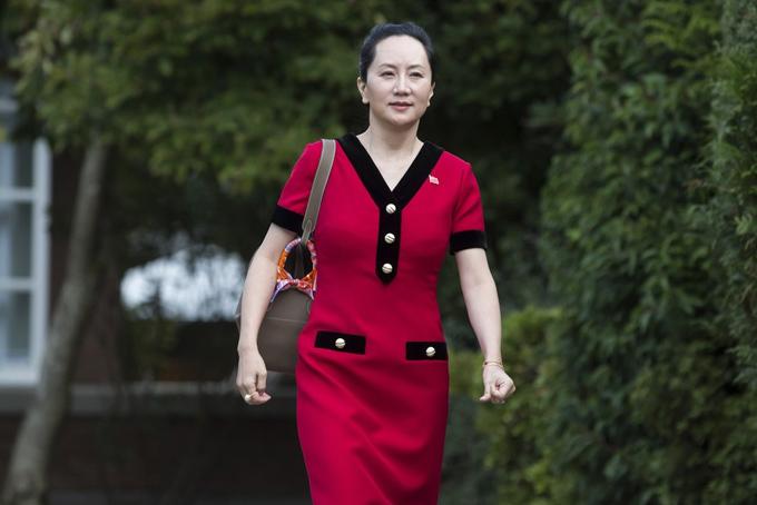 Bà Meng Wanzhou xuất hiện hôm 1/10 tại cổng nhà riêng ở Vancouver, Canada. Ảnh: AP.