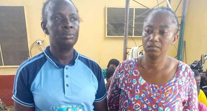 Hai nữ y tá phục vụ trong các cơ sở sản xuất trẻ em ở thành phố Lagos, Nigeria. Ảnh: Guardian Nigeria.