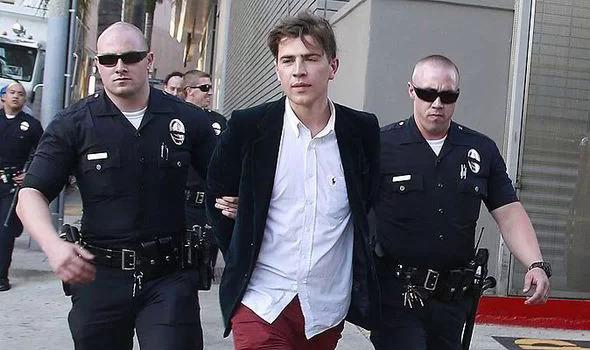 Vitalii Sediuk vốn là phóng viên của một đài truyền hình ở Ukraine. Sau nhiều lần sàm sỡ các nghệ sĩ, anh ta đã bị sa thải. Tuy nhiên Vitalii không chừa thói sàm sỡ, phá quấy các ngôi sao quốc tế. Anh ta từng hôn má tài tử Will Smith, sờ vòng ba của Kim Kardashian, túm đũng quần Brad Pitt hay ôm chân Leonardio DiCaprio... Vitalii từng nhiều lần bị cảnh sát bắt giữ và phạt lao động công ích.