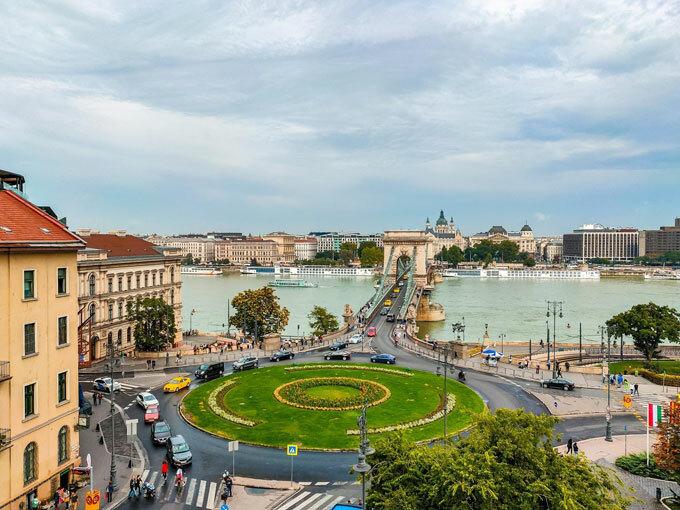 Châu Âu là địa điểm du lịch được nhiều người yêu thích. Ngoài Đức, Italy, Áo... Hungari là một trong những nơi hấp dẫn các du khách thế giới. Du khách chỉ cần dành ra một ngày dạo vòng quanh Budapest cũng có thể chiêm ngưỡng nhiều cảnh đẹp, trải nghiệm văn hóa độc đáo.