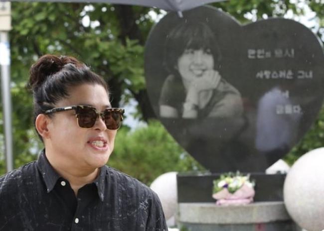 Bạn thân của Choi Jin Sil, diễn viên Lee Young Jae chia sẻ nhiều kỷ niệm của hai người.