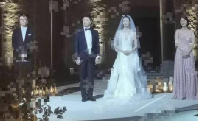 Hình ảnh trong hôn lễ của Đồng Dao.