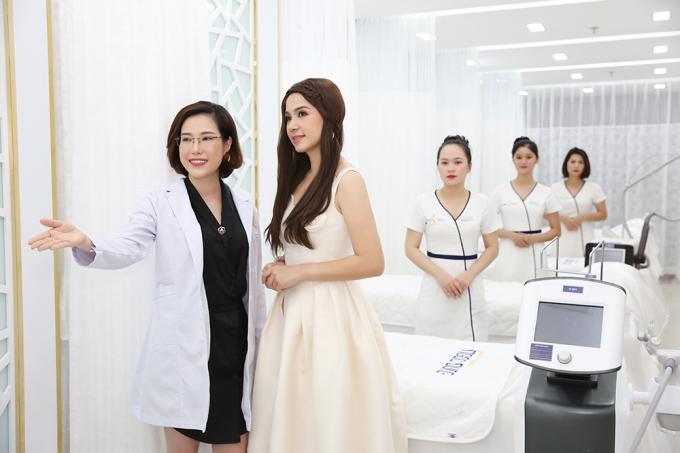 Dù lịch trình khá bận rộn, Việt Trinh nói vẫn dành thời gian chăm sóc sắc vóc. Thẩm mỹ viện Ngọc Dung là điểm đến quen thuộc của cô mỗi tuần sau những giờ làm việc căng thẳng.