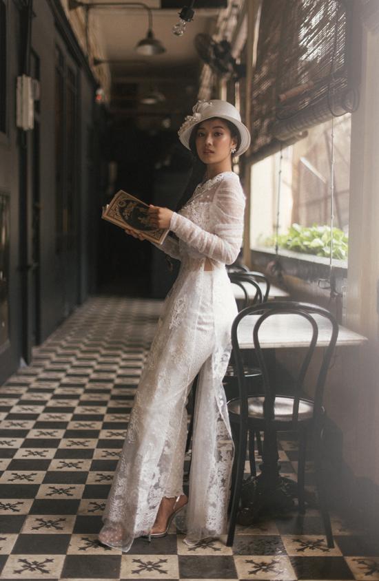 Bộ ảnh được thực hiện với sự hỗ trợ của nhiếp ảnh Linh Nguyễn, trang điểm Thanh Phong.