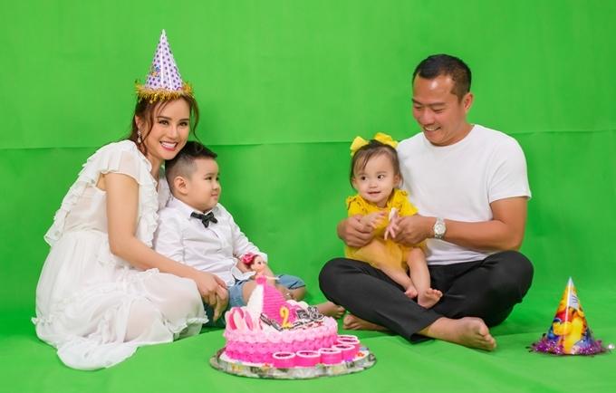 Gia đình Vy Oanh.