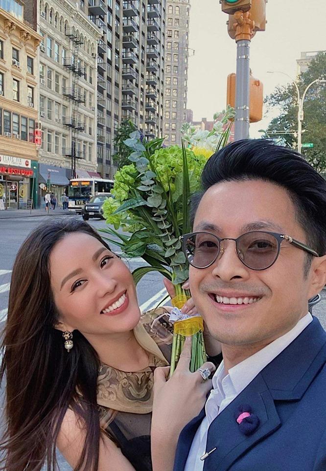 Hoa hậu Thu Hoài mê gà rán bình dân ở New York