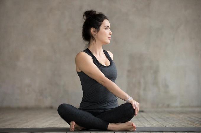 Tư thế yoga tốt cho phái đẹp - 1