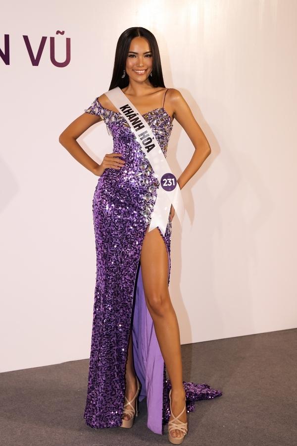 Lê Hoàng Phương là đại diện của tỉnh Khánh Hoà, năm nay 24 tuổi và cao 1,77m. Cô sở hữu vẻ ngoài cuốn hút, sắc sảo phù hợp tiêu chí Hoa hậu Hoàn vũ.