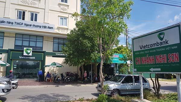 Trụ sở chi nhánh ngân hàng Vietcombank, nơi xảy ra vụ nổ súng.
