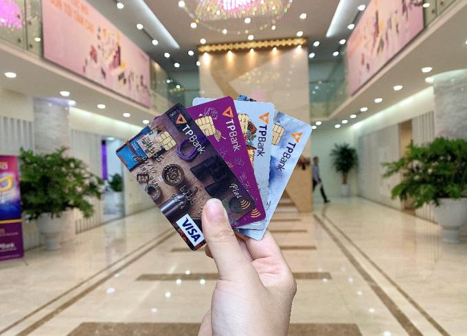 Sở hữu một chiếc thẻ tín dụng, bạn sẽ có trong tay một thế giới tiện ích tiêu dùng nếu biết sử dụng đúng cách.