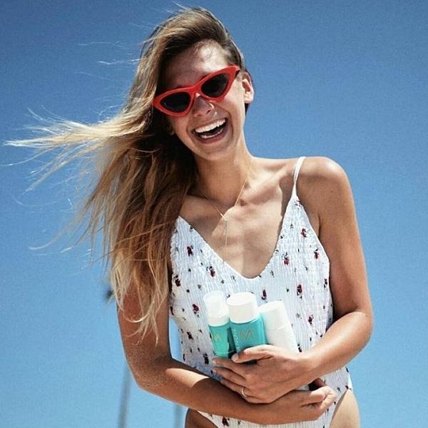 Tóc nhuộm cũng cần được tránh nắng như làn da.