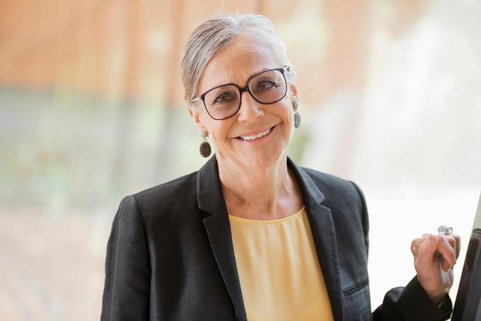 Alice Walton: Tài sản 51,4 tỷ USDCon gái duy nhất của người sáng lập Walmart Sam Walton là người phụ nữ giàu nhất nước Mỹ. Tài sản của cô đã tăng thêm 6,4 tỷ đô la trong năm qua, nhờ giá cổ phiếu Walmartline tăng gần 25%. Một nhà sưu tầm nghệ thuật, cô đã mở Bảo tàng Nghệ thuật Hoa Kỳ Crystal Bridges ở Arkansas vào năm 2011 và có một bộ sưu tập cá nhân rộng lớn trị giá hàng trăm triệu đô la. Ảnh: Forbes.