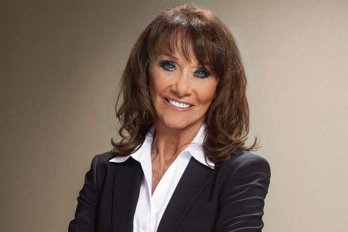 5. Diane Hendricks. Tài sản: 7 tỷ USDHendricks là nữ tỷ phú tự thân giàu nhất tại Mỹ trong hai năm liên tiếp, kể từ 2018. Năm 1982, cô cùngchồng Ken Hendricksthành lập công ty ABC, hiện là nhà phân phối tấm lợp lớn nhất nước Mỹ. Sau khi chồng qua đời năm 2007, bà đã điều hành mọi hoạt động của công ty và vẫn duy trì được doanh thu hàng năm hơn 10 tỷ USD. Bà nổi tiếng là người phụ nữ bản lĩnh trên thương trường, từng thành công mua lại hai đối thủ lớn của công ty là Bradco vào năm 2010 và nhà phân phối vật liệu xây dựng L & W vào năm 2016.