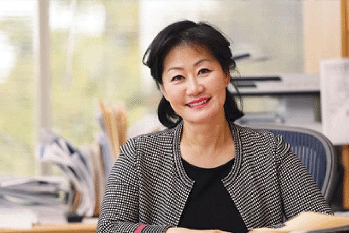 9. Thai Lee. Tài sản: 3 tỷ USDBà Lee là tỷ phú Mỹ gốc Hàn. Sau khi tốt nghiệp trường Amherst, Mỹbà trở vềvề Hàn Quốc làm việc tại một công ty phụ tùng ô tô để tiết kiệm tiền và tiếp tục theo học tạikinh doanh Harvard. Bàđã nhận được bằng M.B.A. vào năm 1985, sau đó làm việc tại Procter & Gamble và American Express.Năm 1989, bà Lee và chồng cũ của cô đã mua một công ty phần mềm nhỏ với giá dưới 1 triệu USD. Họ đã mở rộng công ty thành nhà cung cấp phần mềm SHI International, đạt doanh thu 10 tỷ USD vào năm ngoái. Ảnh: Times.