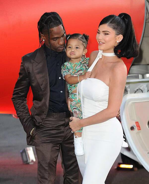 Kylie và Travis có chung bé Stormi gần 2 tuổi.