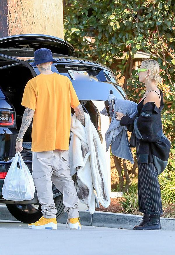 Cặp sao chỉ vừa tổ chức đám cưới ở Nam Carolina vào ngày 30/9. Ngày hôm sau, Jailey cùng khách khứa bay về Los Angeles mà không đi nghỉ trăng mật.