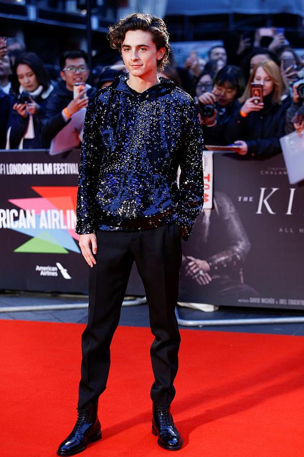 Bạn trai Lily - nam diễn viên 23 tuổi Timothee Chalamet hiện là ngôi sao trẻ tài năng của Hollywood. Đầu năm nay, Timothee nhận đề cử Oscar Nam diễn viên chính xuất sắc với vai diễn trong phim về tình yêu đồng giới mang tên Call Me by Your Name.
