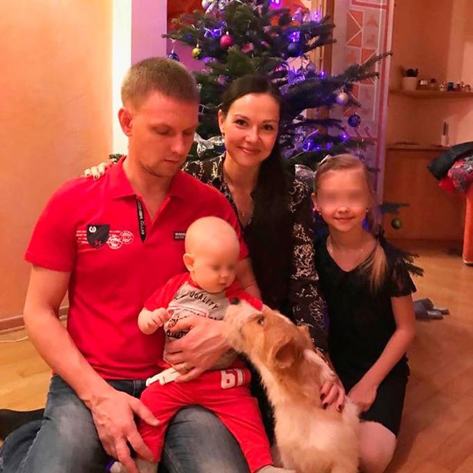 Tatyana cùng chồng và hai con. Ảnh: FB.