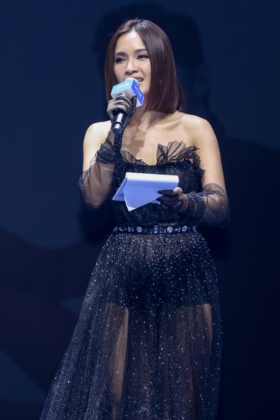 Ca sĩ Ái Phương dẫn dắt sự kiện.