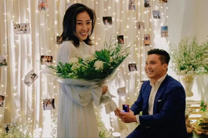 Liêu Hà Trinh sinh năm 1988, từng đoạt giải Quán quân Én vàng 2016. Nửa kia của cô là doanh nhân Đăng Khoa (người Hà Lan gốc Việt, kinh doanh ẩm thực, thạc sĩ ngành kiểm toán).