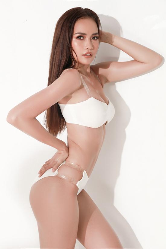 Bộ ảnh được thực hiện với sự hỗ trợ của nhiếp ảnh Nguyễn Du, stylist Nhật Thiện, trang điểmKhoa Lê.