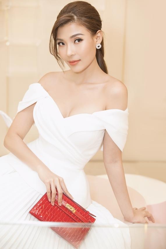 Nhiếp ảnh: Nhan Thanh Phan. Trang điểm: Hiwon. Tóc: Jimin.