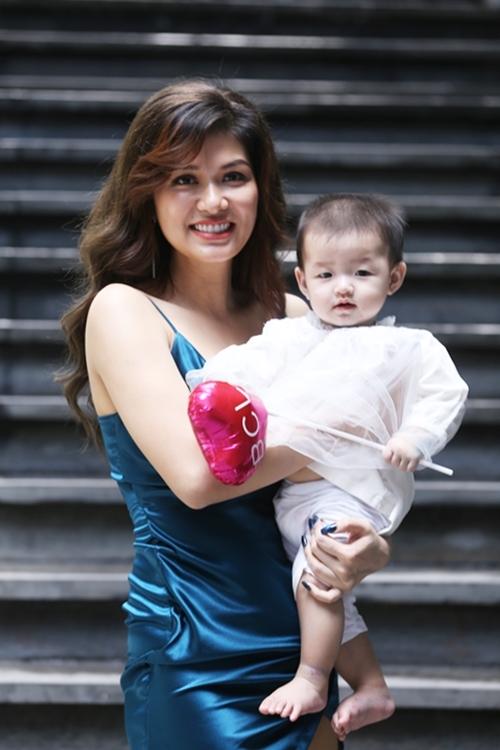 Nguyễn Ngọc Như Ý - bé thứ năm của người đẹp và chồng đại gia - gần năm tháng tuổi.
