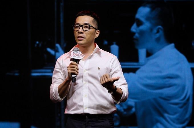 Nhà sưu tầm nước hoa Eric Trần.